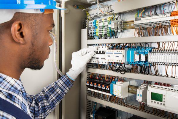 Cálculo y Selección de Protecciones en Instalaciones Eléctricas Industriales